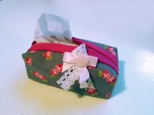 Heute will ich mit euch so ein Taschentücher-Etui nähen