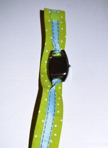 Der Abstand zwischen Uhrrohling und Webband ist wichtig, damit ihr den Rohling zum Batterietausch problemlos umdrehen könnt.