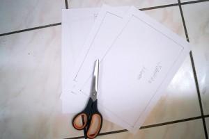Papierschnittmuster zuschneiden und auf die entsprechenden Stoffe mit Stecknadeln feststecken.