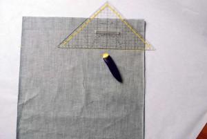 Nun zeichnen wir im Abstand von 10 cm recht und links eine Linie ein.