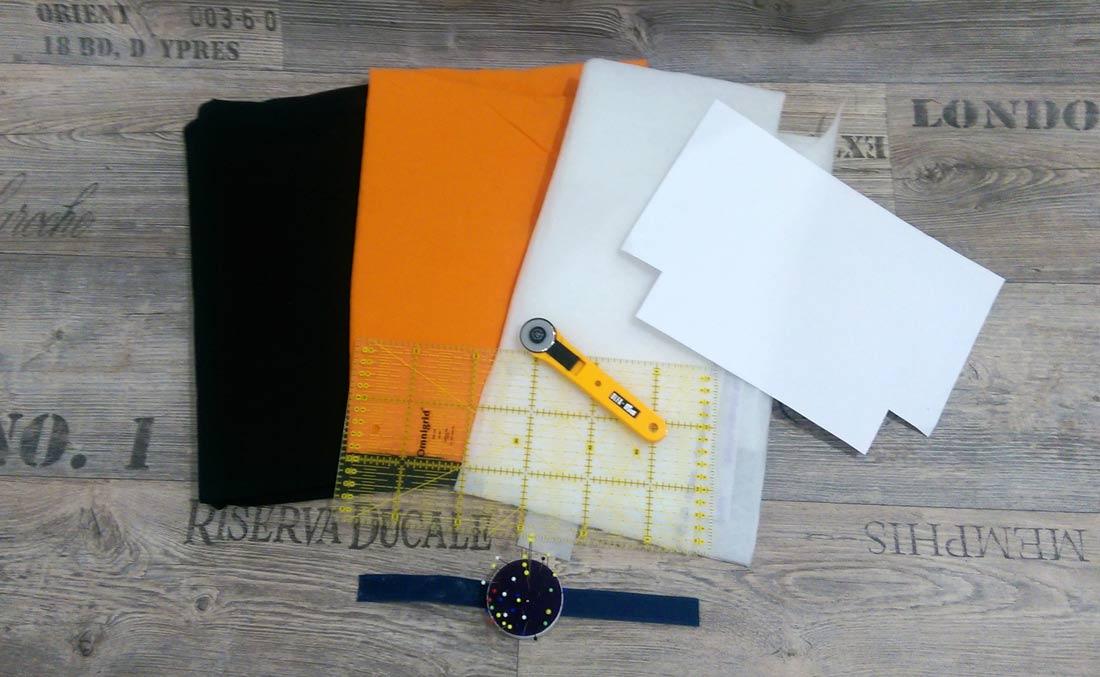 So, ich habe alle Materialien für die Tasche mit Halloween-Motiv zusammen, ihr auch? Dann kanns ja losgehen! :)