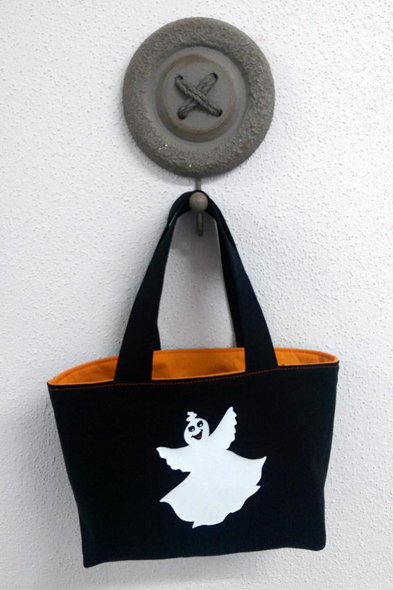 Die fertige Tasche mit Halloween-Motiv! Ich wünsche euch ein schön-schauriges Halloween!