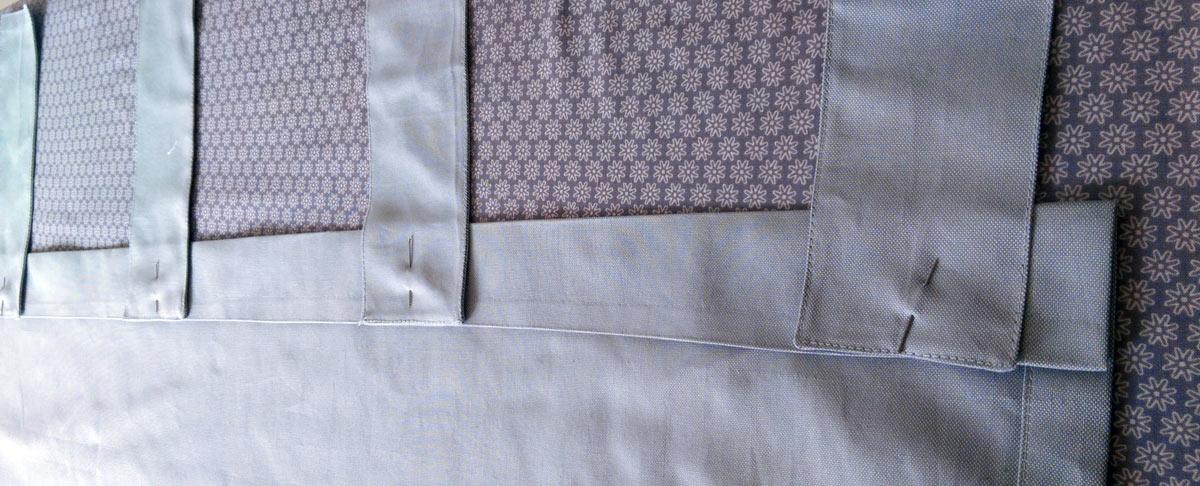 Die Schlaufen habe ich,  nachdem ich sie gleichmäßig am oberen Rand des Vorhangs verteilt & festgesteckt habe, an die Nahtzugabe aufgenäht.