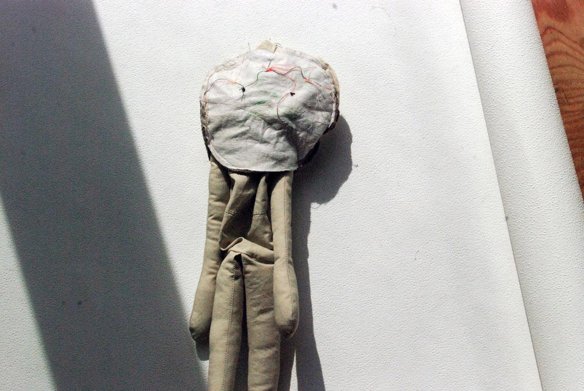 Bild16 - Der Kopf wird nur stückweise zusammengenäht, denn er bleibt oben offen und auch am Hals.